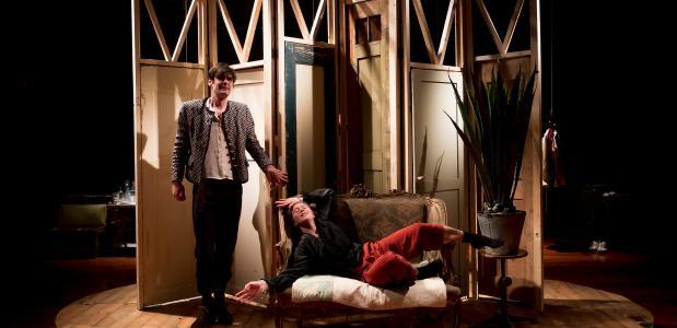 Love for love is vooral de voorstelling van Kyrian Esser (links); foto: Jorn Heijdenrijk
