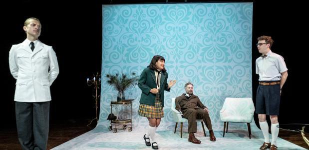 Hofman regisseerde vlotjes en laat vooral Isabelle Houdtzagers en Billy de Walle als pubers komisch acteren. Foto: Ben van Duin