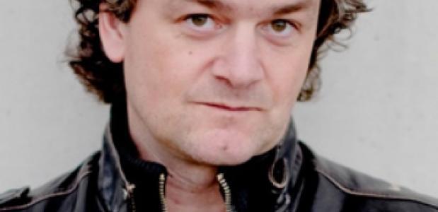 Kasper van Kooten zingt en presenteert in Den Haag