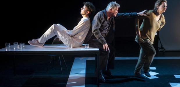 Scène uit Tonio, een van de producties van Hummelinck Stuurman Theaterbureau. Foto: Ben van Duin