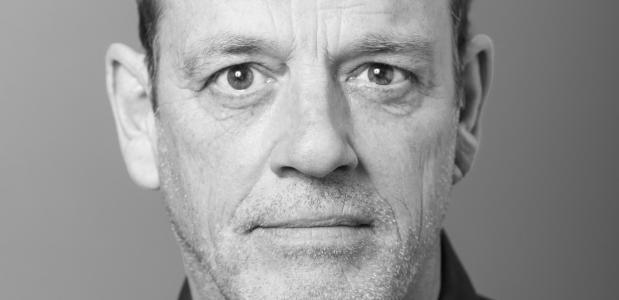 Trapeze is een nieuwe komedie  gespeeld door Peter Blok en Bas Hoeflaak in regie van Kees Prins.