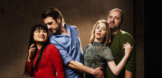 De cast van Liefdesles, vlnr: Nhung Dam, Stefan Rokebrand, Yara Alink en Kees Boot; foto: Piek