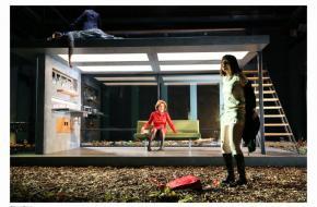 In wankel evenwicht - Toneelschuur & Internationaal Theater Amsterdam