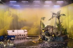 Beeldend theater met vrolijke muziek; foto: Martin Argyroglo