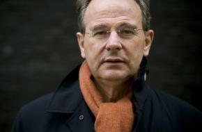 Toneelschrijver Ger Thijs geridderd