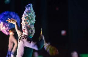 De kostuums zijn uitbundig en freaky, foto: Kamerich/Budwilowitz