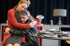 Hanne Arendzen en Xander van Vledder spelen hoofdrollen in Vijand van het volk van Theatergroep Suburbia, foto: Bart Grietens