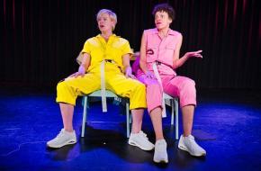 De regie van Hanneke Braam laat de vrouwen sprankelen; foto: Vincent van Kleef